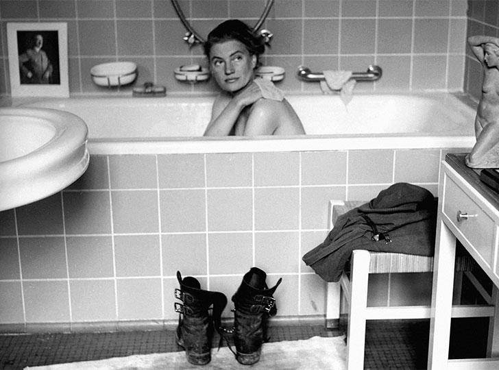Lee Miller bathing in Hitler's bathtub